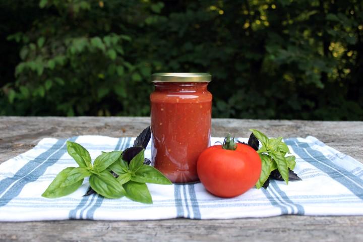 priprava domače paradižnikove mezge, predelava domače zelenjave, domača paradižnikova mezga recept